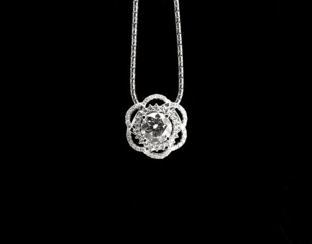 線花造型鑽石項鍊 - F  VVS1