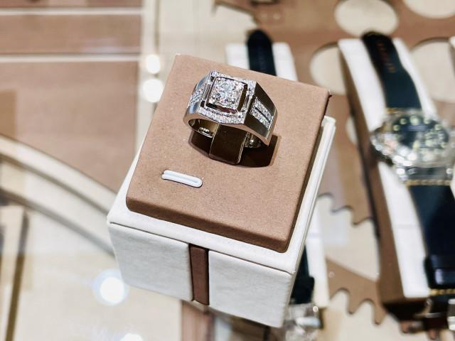 鑽石戒指 鑽石男戒 PT950白金 一克拉鑽石 1克拉鑽石 永久證書 D / VVS1 重量1.005ct